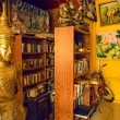 Foto Stock: Room with statue of Buddha