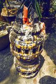 каменные конструкции со свечой — Стоковое фото