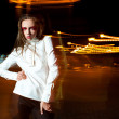 Fashion woman in a white dress in the night — Foto Stock