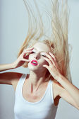Fashion face blond women stylish hairdress — Photo