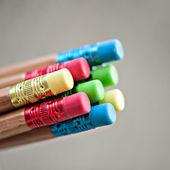 многие различные цветные карандаши — Стоковое фото