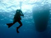 Maschera di schiarimento del subacqueo durante la discesa — Foto Stock