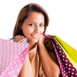 美しい若い女性は白のショッピング バッグをかざすのクローズ アップの肖像画 — ストック写真
