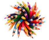 Pile de crayons de couleur sur fond blanc — Photo