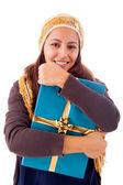 Piękna młoda kobieta trzyma prezent, na białym tle — Zdjęcie stockowe