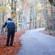 Photographer taking pictures outdoors during the Autumn season — Stock Photo