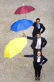 Entreprise gens supporter des parasols — Photo