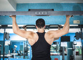 Bodybuilder training his back — Stock Photo