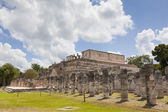 Temple of the Warriors near Chichen-Itza. A Mayan ruin, in the Y — Stock Photo