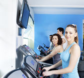Group of people in the gym doing cardio training — Stock Photo