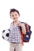 Enfant d'école heureux tenant un ballon de soccer — Photo
