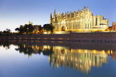 Cathedral of Palma de Mallorca at sunset — Stock Photo