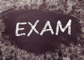 Examen écrit à la main sur le tableau noir — Photo