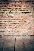 Wood and brick wall — Stockfoto