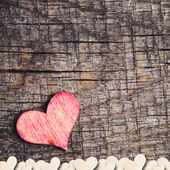 Corazón sobre un fondo de madera — Foto de Stock