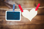 照片和挂在晾衣绳上的心 — 图库照片
