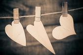 Harten opknoping op een touw met pinnen — Stockfoto