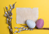 Easter eggs decorated with woolen threads — Stock Photo