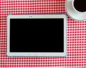 Digital tablet and coffee cup — Stock fotografie
