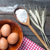 The flour and eggs — Stock Photo