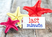 Star fish and card with text last minute — Stock Photo