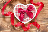 Heart shaped Valentines Day gift box — Стоковое фото