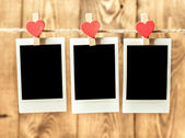 Old picture frame hanging on clothesline — Stockfoto