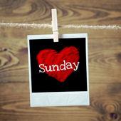 Amor el domingo en corazón rojo — Foto de Stock