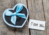 """Gift box and card with text """"I love you"""" — Stock Photo"""