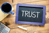 "Blackboard with text ""Trust"" — Stock Photo"