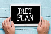 "Hands hold tablet PC with text ""diet plan"" — Stock Photo"