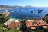 Historical harbor of city alanya. Coast of the mediterranean sea — Stock Photo
