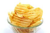Deliciosas papas fritas en un tazón en un fondo blanco — Foto de Stock