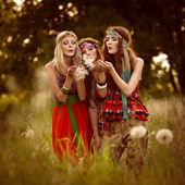 Girl of hippie in the field — Stock Photo