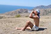 Młody człowiek wody pitnej — Zdjęcie stockowe