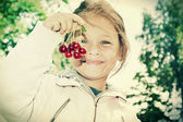 Child and cherries  — Stock Photo