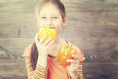 Child holds vegetables — Stock Photo