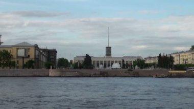 Neva river in the historical center of Saint-Petersburg, Russia - timelapse — Stock video