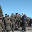 Laying wreaths at the monument — Stock Video