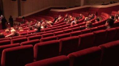 аудитория в кино — Стоковое видео