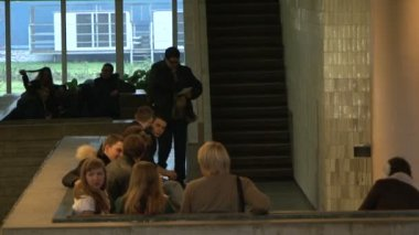 Students in the lobby of the Institute — Stock Video