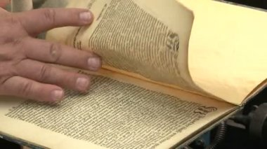 An old book in the hands — Stock Video