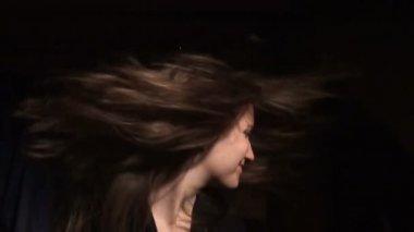 Beautiful girl shakes her hair — Stock Video