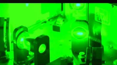 Green laser beam — Stock Video