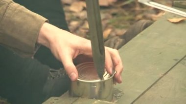Soldiers with a knife opens canned food — Stock Video
