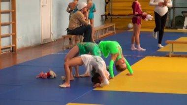 Ritmik jimnastik eğitimi — Stok video