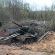 T-34 tank taken out of the swamp — Stock Video