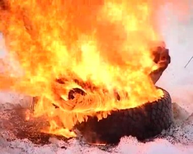Burning tire cover — Stock Video