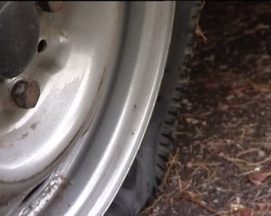 Wheel puncture — Stock Video