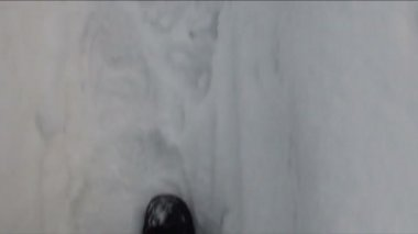 Video human steps on the snow — Stock Video